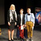 Zľava: Mgr. Andrea Putalová, ocenení: Daniel Mantič, Rastislav Samsely